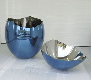 Jeff Koons: Cracked Egg (Blue)