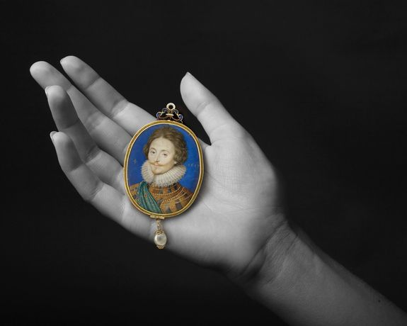 ISAAC OLIVER (CIRCA 1565-1617) A Gentleman in damascened armour Watercolour and bodycolour on vellum Gold and blue enamelled locket Oval, 2.1in (54mm) high