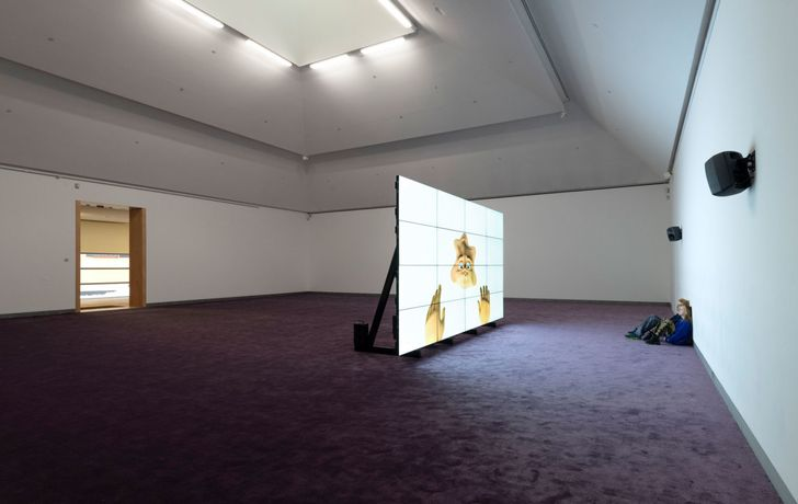 ordan Wolfson, Riverboat Song, 2017 Installation view Moderna Museet 2019 © Jordan Wolfson. Courtesy the artist, David Zwirner and Sadie Coles HQ, London   +6 Jordan Wolfson, Riverboat Song, 2017 Video still, 7:28 min © Jordan Wolfson. Courtesy the artist, David Zwirner and Sadie Coles HQ, London