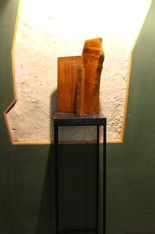 Eugenia Vanni, Tournée, 2014 wood (spruce fir and Balkan maple) realized with Pietro Gargini lute maker, 53x20x32 cm, installation view