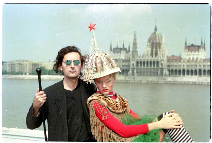 Tamás Király and a model with the Hungarian Parliament in the background, 1989, Budapest. Photo: Jonathan Csaba Almási