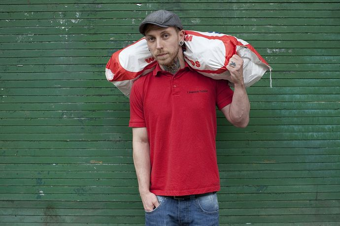 Bag of potatoes, flat cap and earlobe © Mahtab Hussain - The Commonality of Strangers 2014