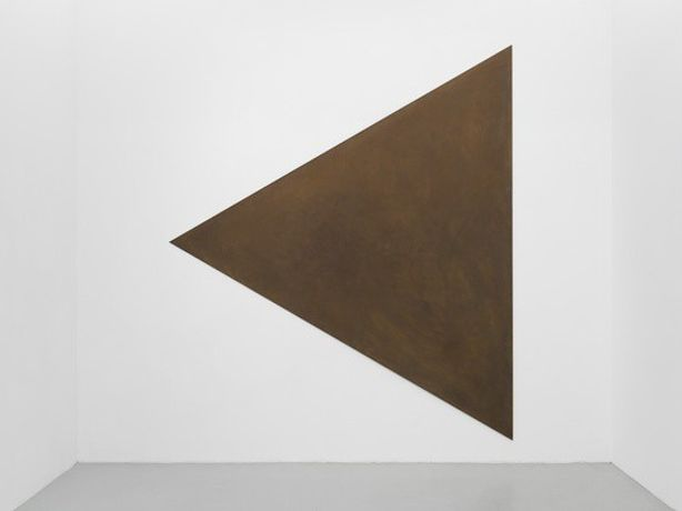 Untitled — Richard Serra, 1975 Corten steel equilateral triangle 335 cm/132 inches length of each side of the triangle; depth 0.6 cm / 1/4 in  © ARS, NY and DACS, London 2015