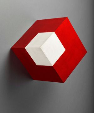Willys de Castro, Objeto ativo (cubo vermelho/branco), Active Object (red/white cube) , 1962. Oil on canvas on canvas on plywood. 25 x 25 x 25 cm. Colección Patricia Phelps de Cisneros. Promised gift to the Museum of Modern Art, New York through the Latin American and Caribbean Fund in honor of Tomás Orinoco Griffin-Cisneros. Image courtesy Walter de Castro.