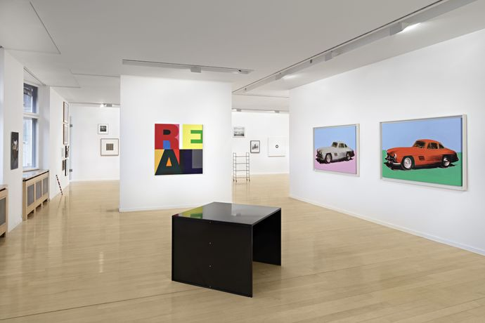 ›On the Subject of the Ready-Made‹, Daimler Contemporary Berlin 2016/2017: v.l./f.l. Heimo Zobernig, Donald Judd, Andy Warhol Foto/photo: Hans-Georg Gaul, Berlin