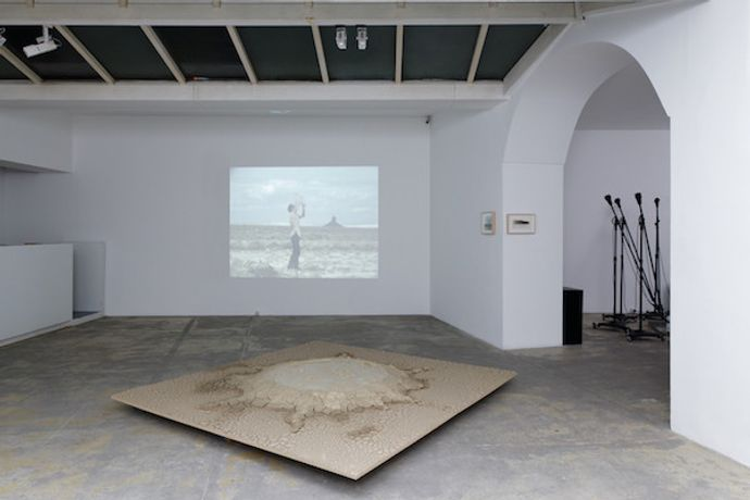 Video: Roping Boar's Tusk, view of the exhibition Kinetic Landscape (s) (© A. Mole)