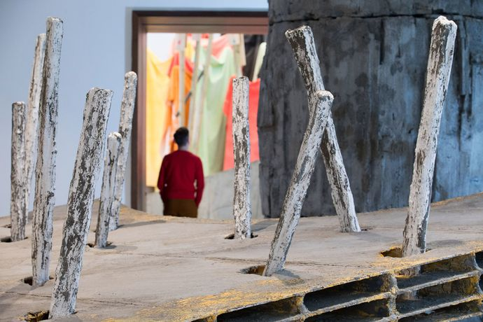 Installation view of Phyllida Barlow RA cul-de-sac, Royal Academy of Arts, London.
