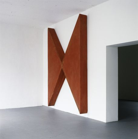 Robert Therrien No title, 1990 Steel, wood, mixed media 315 x 220.3 x 30.5 cm (124 x 863⁄4 x 12 in) Courtesy of Sammlung Lafrenz, Hamburg Photography by Dorothee Fischer
