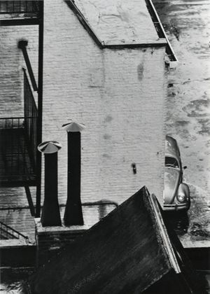 André Kertész, Untitled (street view), Gelatin silver print, 1962. ©Estate of André Kertész | Courtesy Gallery FIFTY ONE