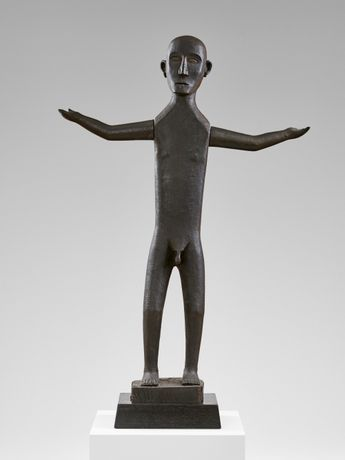 Dayak anthropomorphic figure from Kalimantan      19th century     wood     114 cm (height); c. 18 cm (body width)     plinth: 70 x 45 x 45 cm