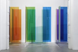 Carlos Cruz-Diez, Environnement de Transchromie, 1969, Polycarbonate, Dimensions variables, Courtesy of Aurélien Mole