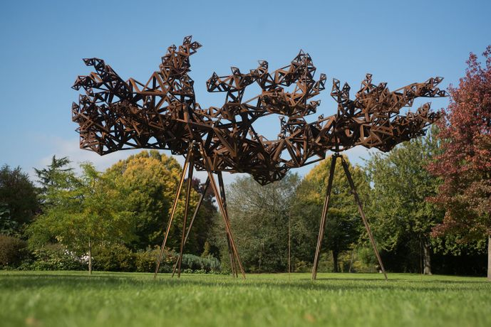 Conrad Shawcross, The Dappled Light of the Sun IV (2015), Victoria Miro, Frieze Sculpture Park 2015 Photograph by Mark Crick. Courtesy of Mark Crick/The Art Fund/Frieze.