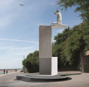Bill Woodrow, The Ledge, commissioned by the Creative Foundation for Folkestone Triennial 2017. Image by Thierry Bal.