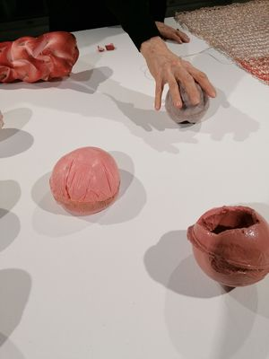 Thresholds of Touch: A Short Performative Experiment in Tactile Exploration