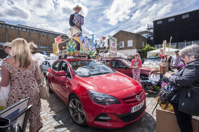 Vauxhall Art Car Boot Fair: Image 2