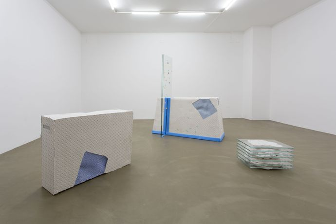 Vera Kox, Fit Frame to Content, 2016, installation view at RIBOT gallery