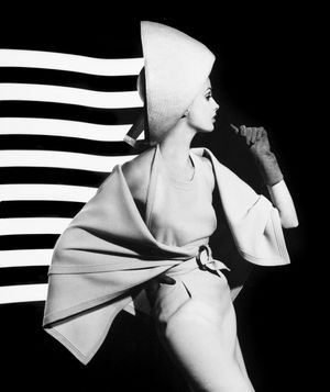 William Klein, Dorothy + white light stripes, Paris, 1962