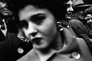 Big Face, big buttons, New York 1955 © William Klein
