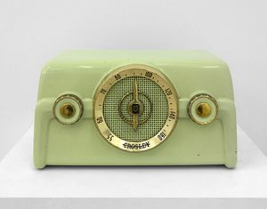 Constance DeJong, Green Crosley, Re-enginieered radio with amplitued sensitive LEDs, 2018