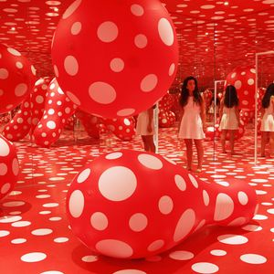 Yayoi Kusama - Dots Obsession (Infinited mirrored room)