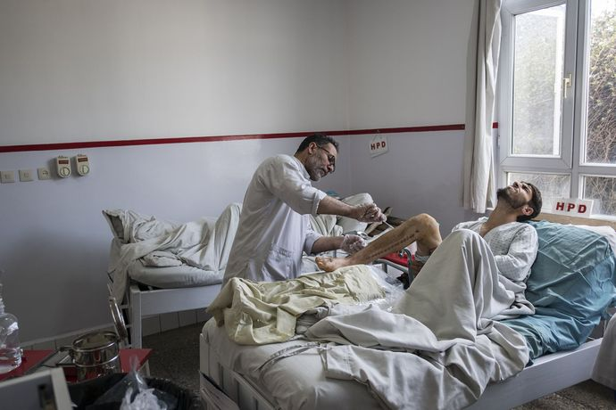 Giulio Piscitelli - Kabul, Afghanistan. Treatment of a patient left wounded by the explosion of a car bomb.