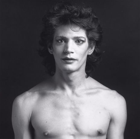 Robert Mapplethorpe: Self Portrait. Gelatin silver print, 35.4 x 35.7 cm, 1980. Solomon R. Guggenheim Museum, New York Gift, The Robert Mapplethorpe Foundation, 1993